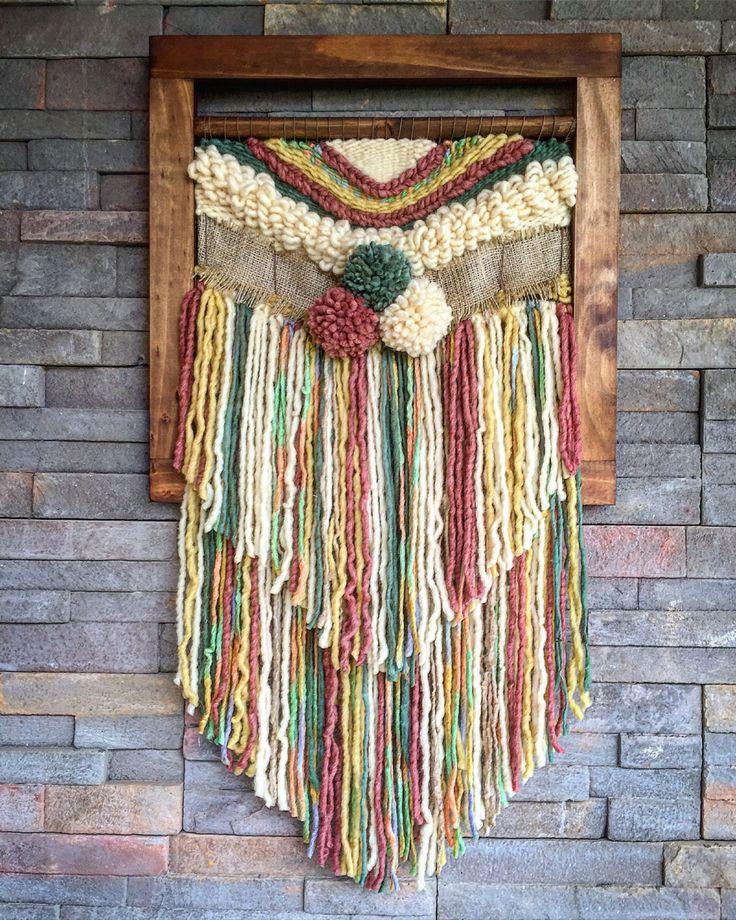 Un favorito personal de mi tienda Etsy https://www.etsy.com/es/listing/469071096/woven-wall-hanging #wovenwallhanging #weaving #wallhanging #telaresyflecos #telar
