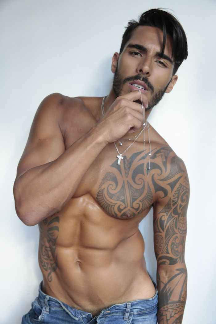 The borogodó of the Brazilian Male Model. Its fashion magazine photos of Brazilian male models managed by professional photographers