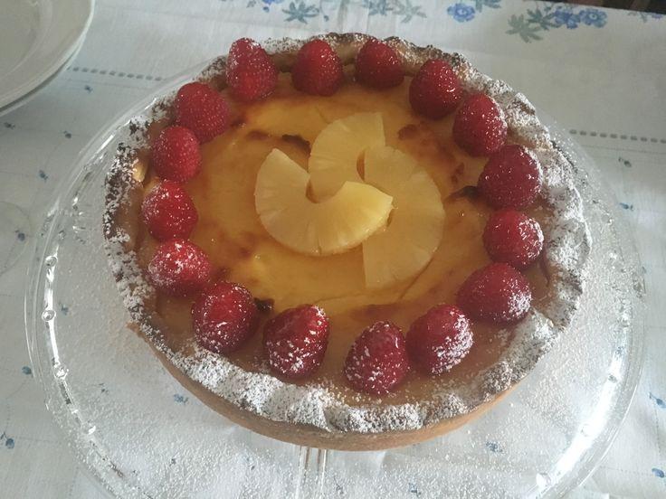 Torta con crema cotta, ananas e lamponi di Luca Montersino