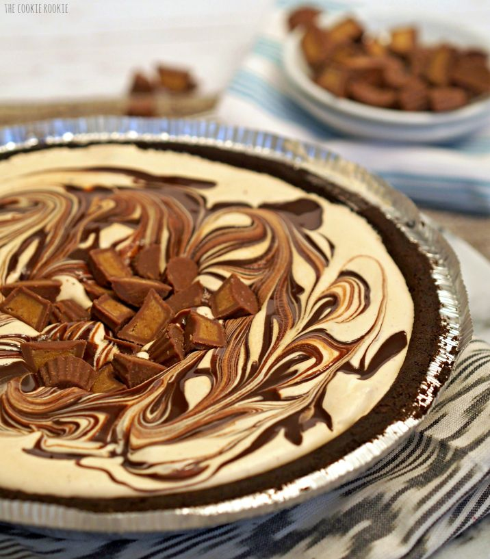 Easy Peanut Butter Cup Ice Cream Pie with only 4 ingredients! - The Cookie Rookie