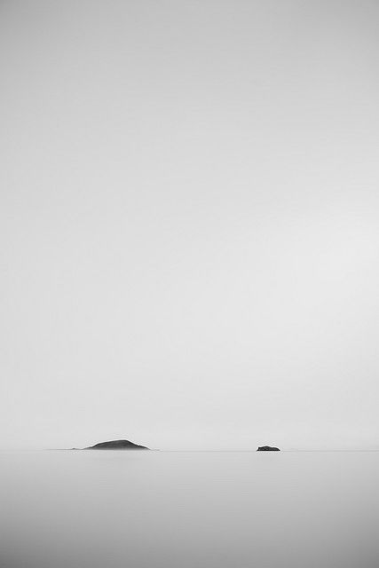blach and white minimal landscape photography photography black white . Schwarz-Weiß-Fotografie . photographie noir et blanc | Photo: Hugi Hlynsson |