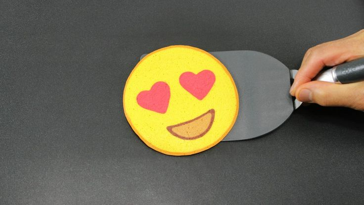 Pancake Art - Emoji (Heart Eyes) by Tiger Tomato - YouTube