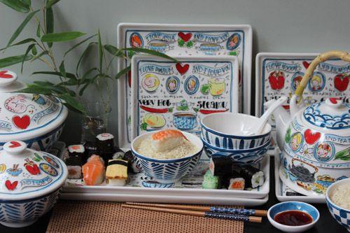 Het From Asia With Love servies is verkrijgbaar bij DIKOI.   De prijzen variëren tussen de €3,95 voor een wasabi schaaltje tot €39,95 voor de theepot.