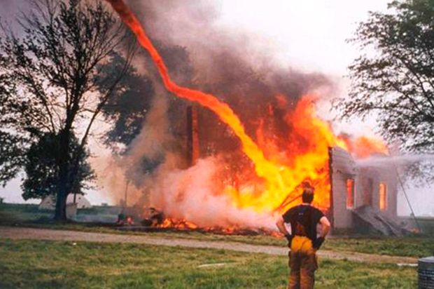 tornado de fogo