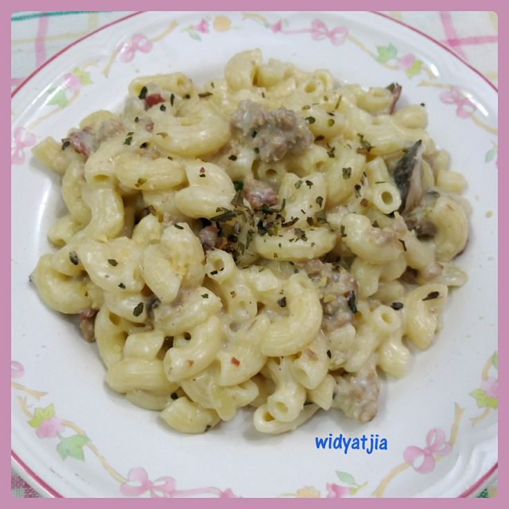 Pork alfredo elbow with mushroom and smoked beef