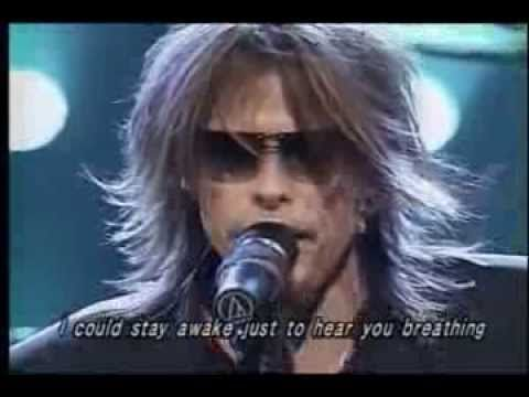 I don't wanna miss a thing - Aerosmith I love how Steven always feels his music when he performs. Love him!!!