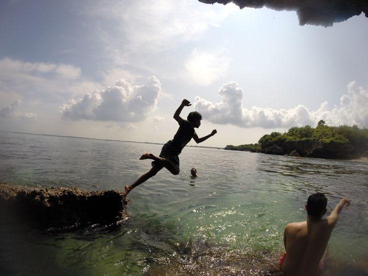 KEMAH MELESIR HONEYMOON BEACH BALI | Senidiharilibur