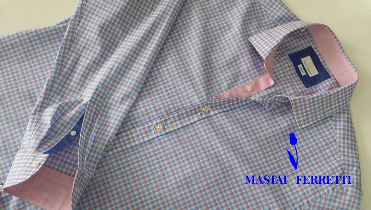 Cămășa Mastai Ferretti - cea mai bună alegere pentru o plimbare de seară cu prietenii. Materialul din care este croită - bumbac 100%, ușor satinat - este foarte plăcut la atingere, nu aderă pe piele și dă o senzație de răcoare la purtare. Vă invităm să probați cămășile Mastai Ferretti din colecția de vară 2014.