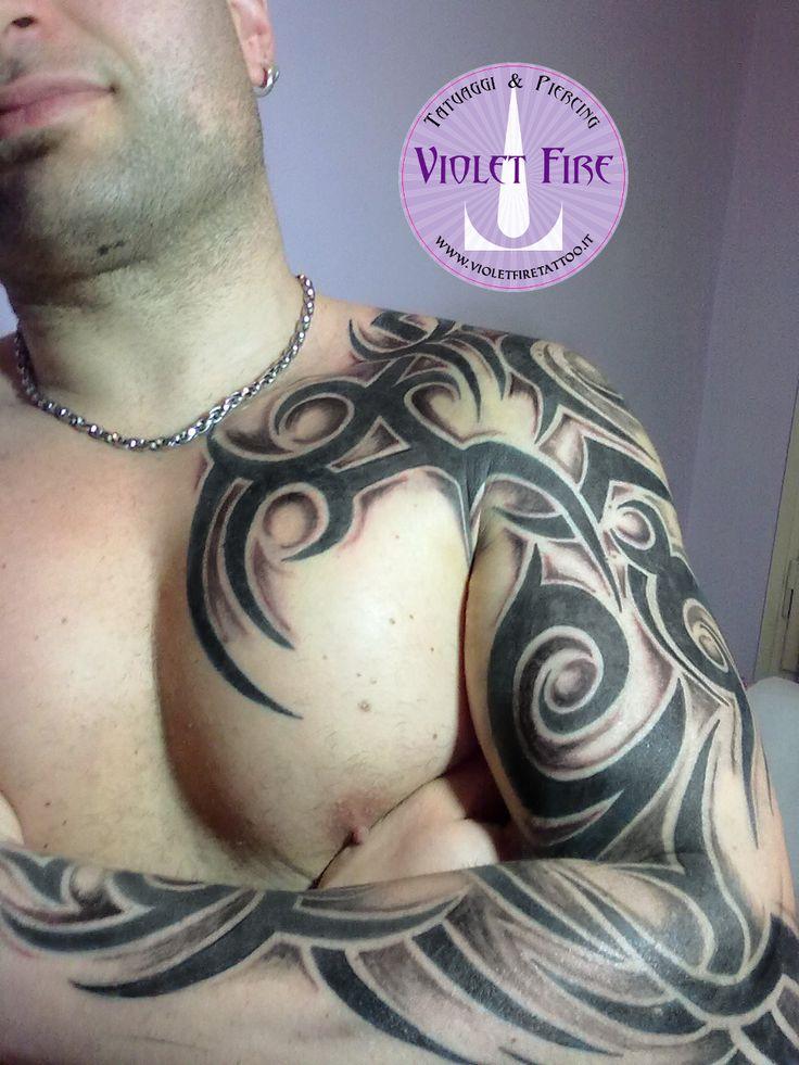 tatuaggio grande, tatuaggio artistico - Tatuaggio tribale grande braccio - Violet Fire Tattoo - tatuaggi maranello, tatuaggi modena, tatuaggi sassuolo, tatuaggi fiorano, tatuaggio tribal - Adam Raia