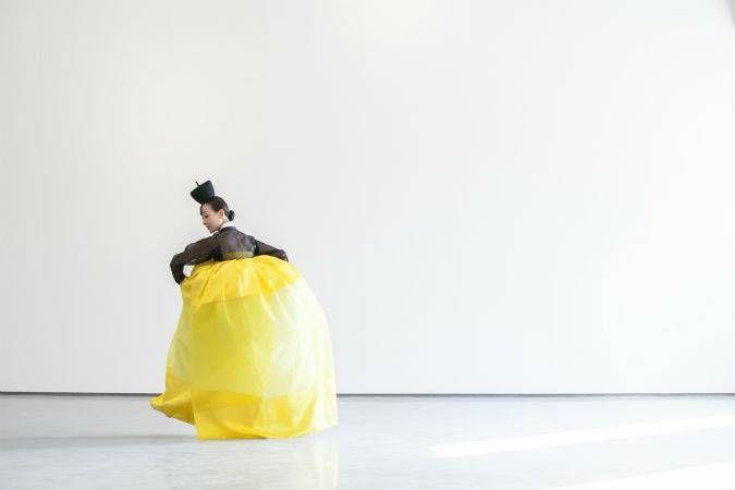 정구호 '묵향' 한복으로 한 폭의 수묵화 그리다 | BLOUIN ARTINFO