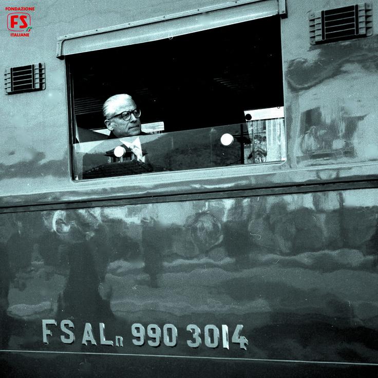 Il Presidente della Repubblica Italiana Giovanni Gronchi a bordo di un'automotrice leggera ALn 990 (1959)