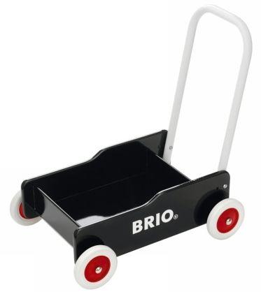 Når din baby begynder at bevæge sig forsigtigt rundt på sine små usikre ben, så kan en gåvogn være en super god støtte og hjælp.  Denne er fra Brio og er super klassisk.