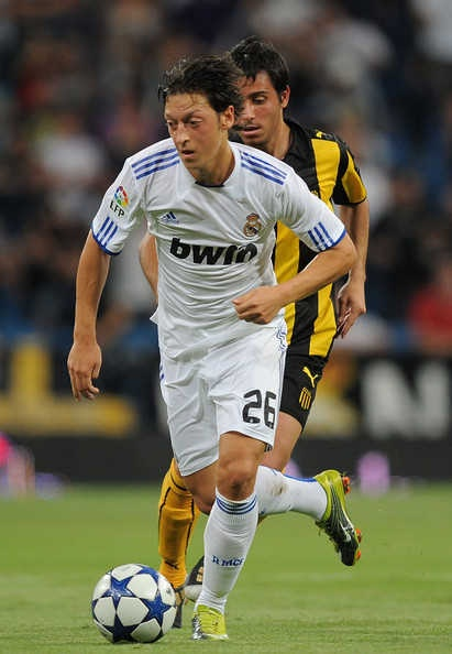 Mesut ozil in the running football.Mesut Özil playing for Real Madrid in 2010.Due to his performances in the 2010 FIFA World Cup, he ensured his place among Europe's top young talents. 411×594,350×550,380×520 http://nirhara.com/