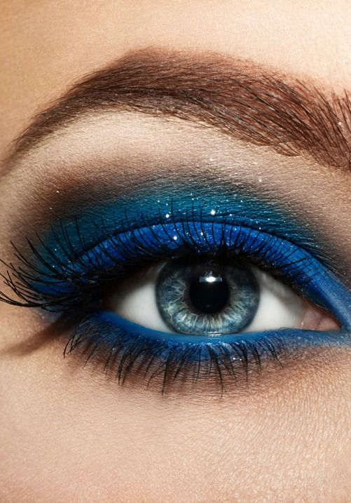 Be bold and try out a beautiful blue eyeshadow!