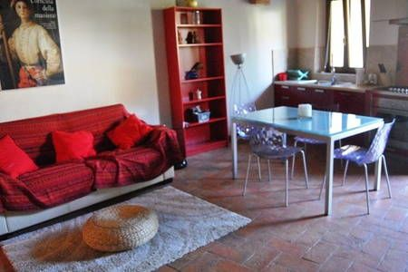Dai un'occhiata a questo fantastico annuncio su Airbnb: Sienahomeandsailing-apt Marrone - Appartamenti for Rent a Siena