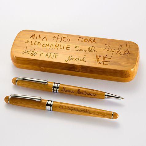 Transformez les dessins de vos enfants en cadeau personnalisé. Offrez un coffret bambou personnalisé et ses stylos gravés. Le cadeau idéal pour la fête des pères.