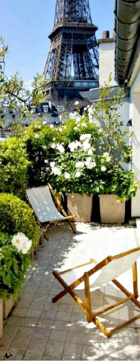 Just to inspire you to get your reading on during your travels to Paris. This looks like a good spot!