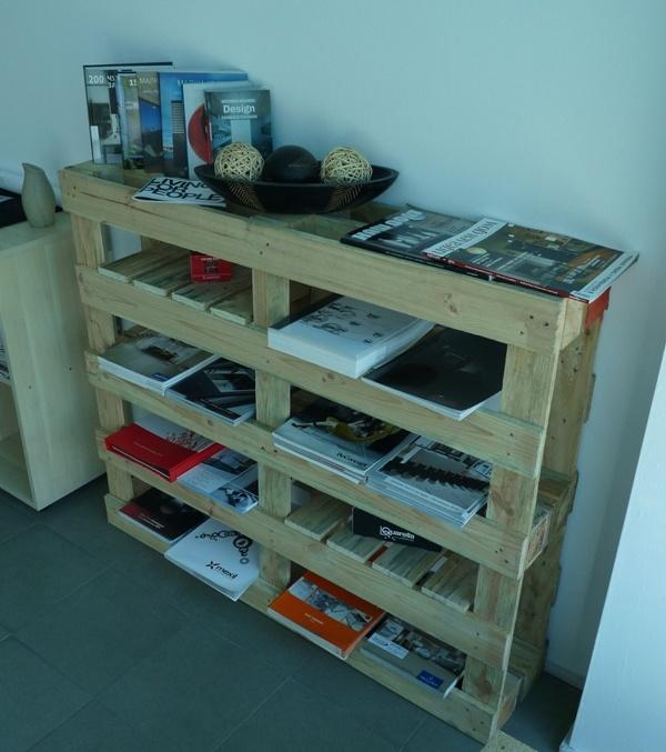 Bookshelf from wooden pallets. Етажерка от два палета. С тесла, трион и винтоверт сковахме етажерка, която може да се ползва за подреждане на каталози, книги и други подобни неща. Размери: В 100 см./Ш 120 см./Д 25 см.