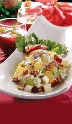 Prueba esta ensalada que fue creada en el famoso hotel Waldorf Astoria, de Nueva York, por Oscar Tschirky en el año de 1893.