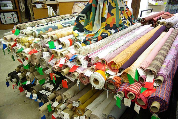 Tissus coton et autres fibres. Disponibles au rayon Couture et Haute Couture de votre magasin Ellen Décoration.