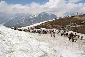Kullu, Manali in Himachal Pradesh is home of Gods and Goddesses and so is heavenly beautiful and fascinating. This place features almost every adventurous activity along with serene, splendid landscapes.