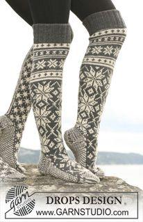 """Gebreide DROPS sokken met Noors sterrenmotief van """"Karisma"""". Kan ook van """"Merino Extra Fine"""" gebreid worden. ~ DROPS Design"""