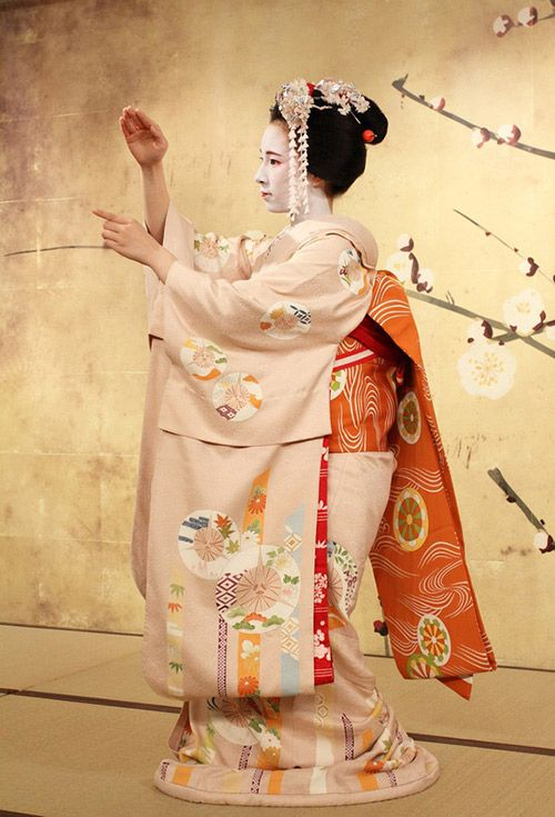 The Beauty of Japanese Kimono and Maiko / Tokyo Pic