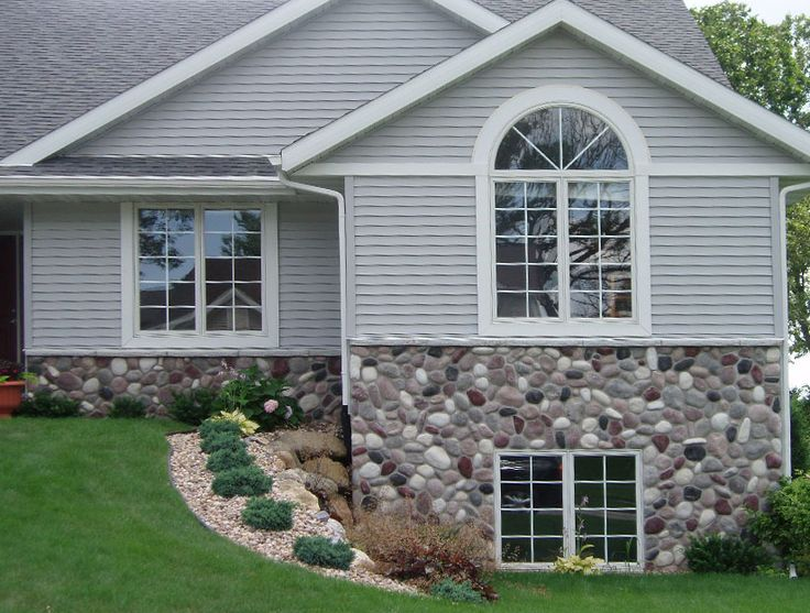 Wisconsin river rock applied to a home love the look of for Vinyl siding that looks like stone