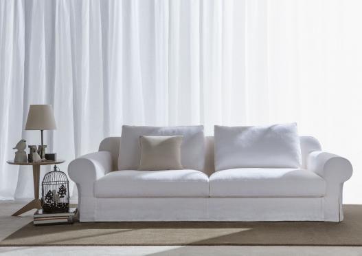 Canapé classique Callas, projeté par Berto Design Studio et réalisé dans le laboratoire artisanal Berto de Meda.