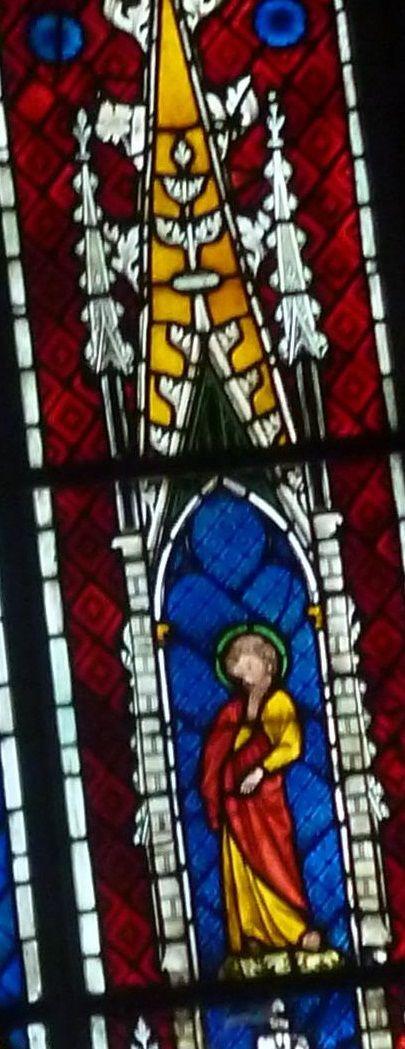 Vetrata da Mutzig (inizi IV sec.) con Crocifisso, Madonna e San Giovanni Evangelista. Strasbourg, musèe de l'oeuvre Notre-Dame