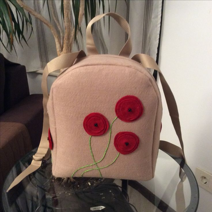Felt backbag with poppies