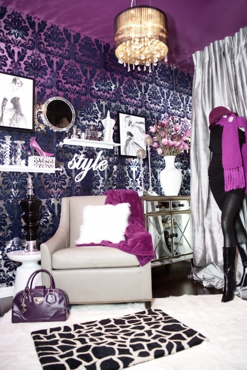 I love this room! Can I ahve it for a walk-in-wardrobe please?