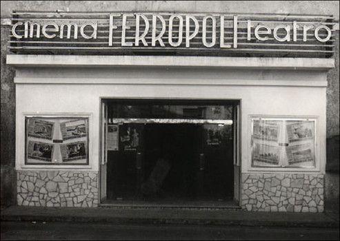Ferropoli, lo storico cinema di Bagnoli.