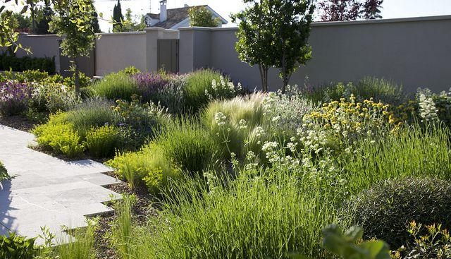 Jardín en El Montecillo. ( Madrid ) Mayo 2011   Flickr - Photo Sharing! / repinned on Toby Designs