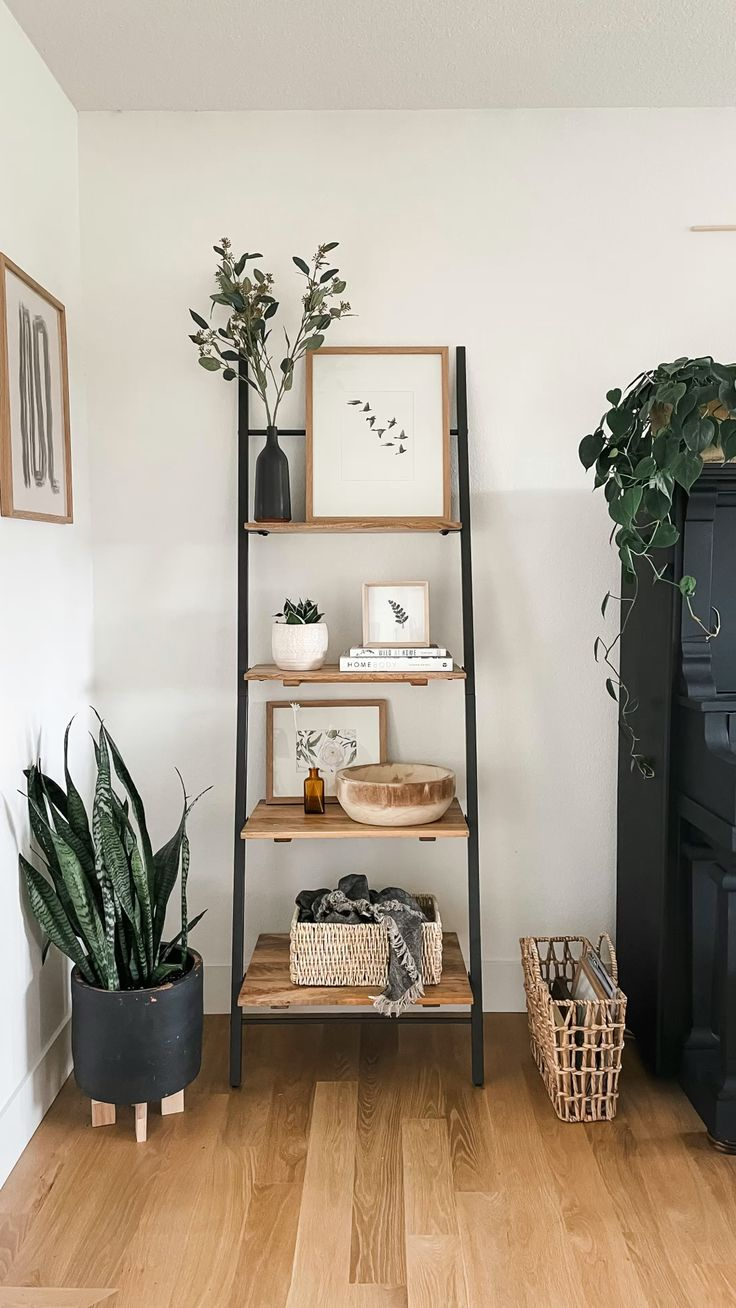 Bedroom Decor, Living Room Shelf Decor, Living Room Shelving, Bedroom Shelving, Bedroom Bookcase, Simple Living Room Decor, Living Room Plants, Wall Shelf Decor, Wood Shelf