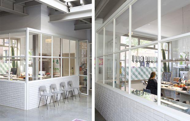 Crea una stanza nella stanza con le pareti vetrate, per separare l'ufficio dall'abitazione e fornirgli un ingresso tutto suo.