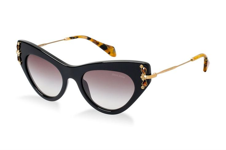 In this article, styles and ideas of cat eye sunglasses with you. They gives a feminine look. The end portion of this sunglasses is little sharp and long. This design is different and attractive. This design looks like a cat's eye.