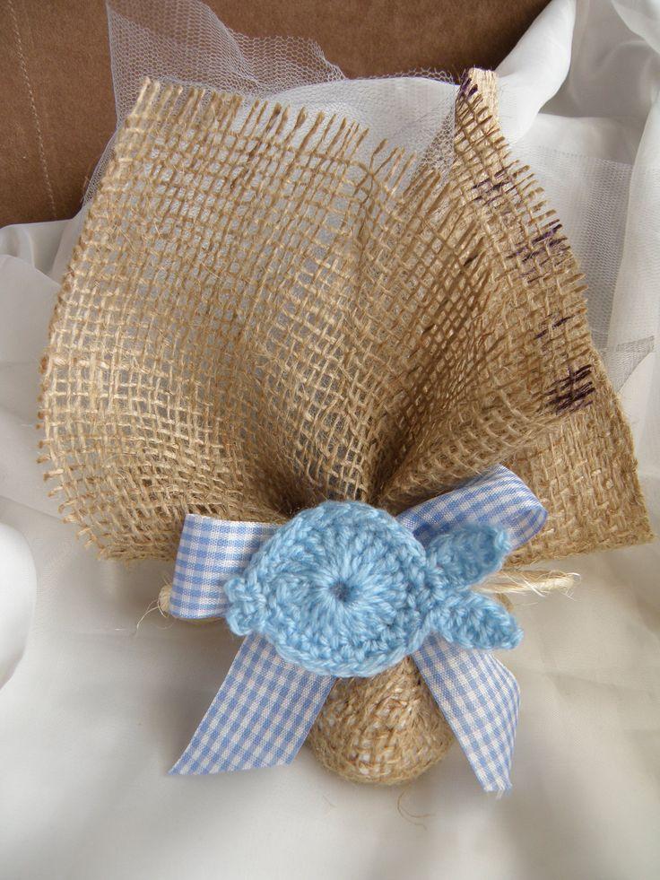 Μπομπονιέρα λινάτσα με πλεκτό ψαράκι για αγόρι