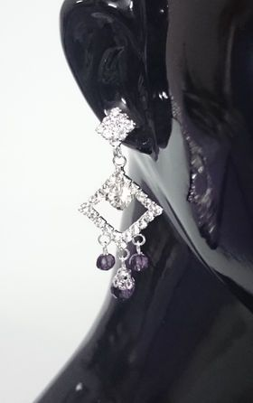 Silver Color Base Purple Ear Ring List price: Rs499   Rs199 You save: Rs300 (60%) CODE:JW106