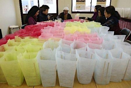 東日本大震災から5年を迎えるのを前に、3月11日の追悼の集いでともされるキャンドル作 - Yahoo!ニュース(時事通信)
