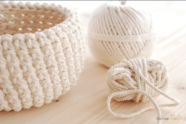 I have seen a bunch of crochet projects lately on the web and I'm drawn to the baskets of all kinds. Maybe it's because you can make one with very basic crochet skills and no need to follow a patte...