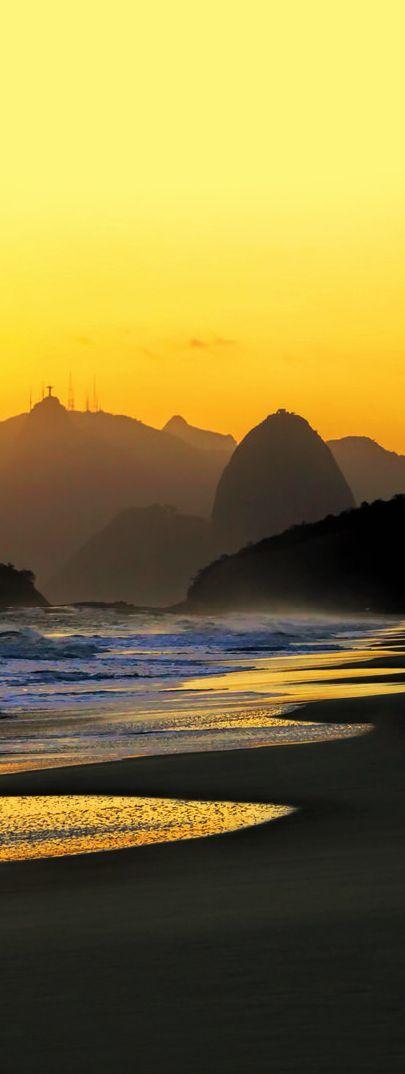 Sunset ~ Rio de Janeiro, Brazil http://tracking.publicidees.com/clic.php?progid=378&partid=48172&dpl=http%3A%2F%2Fwww.ecotour.com%2Fvoyage%2Fbresil-p1