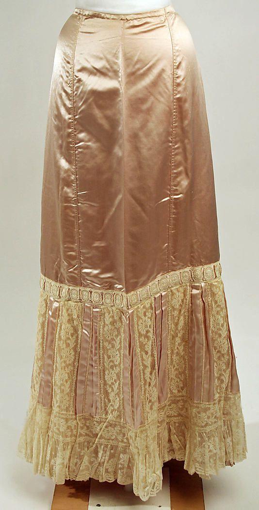 Petticoat Bon Marché (French, founded ca. 1852) Date: ca. 1900 Culture: European Medium: silk Dimensions: Length: 43 1/2 in. (110.5 cm) Cred...