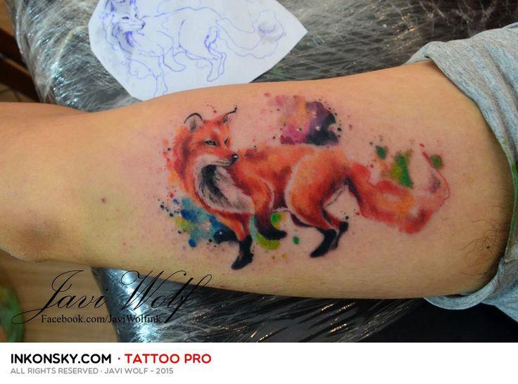 Javi Wolf es uno de los tatuadores más populares de México. Su estilo acuarela es delicado y muy bien ejecutado. Un tatuador que a pesar de su juventud se ha convertido en todo un maestro del estilo acuarela.