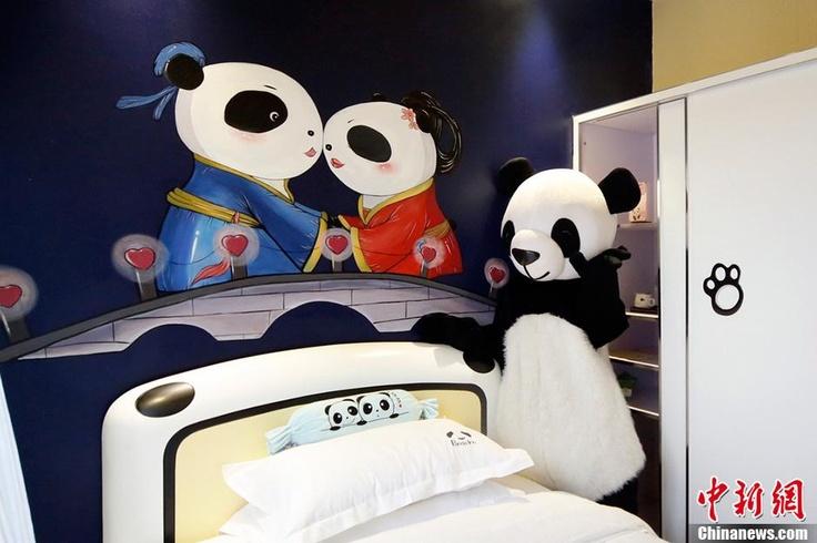 Panda romance.  (Source: CNS)