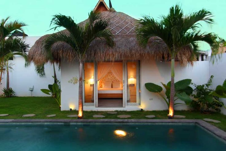The #charming #bungalow of the #villa offers a romantic #bedroom with ensuite bathroom.