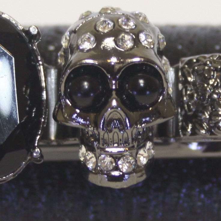 Skull detailing on Trend Station's Zella Skull Knuckle Duster Clutch in Noir. A winter must have clutch bag! http://www.trendstation.com.au/collections/knuckle-duster-clutches