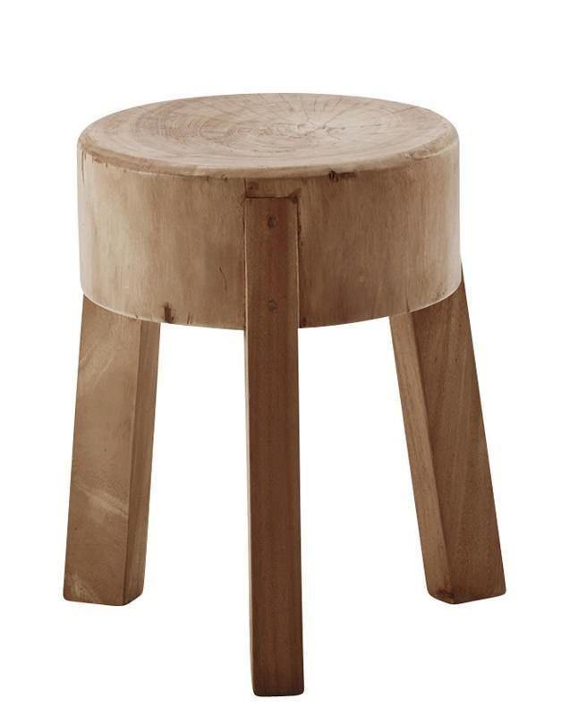 Sika-Design - Roger Skammel - Originals fra Sika Design -  Charmerende rustik træskammel i fransk bondehusstil. Perfekt til et spisebord i træ. Skamlen kan ligeledes anvendes som et sidebord i stuen eller som lampebord. Benenes diameter måler 43 cm
