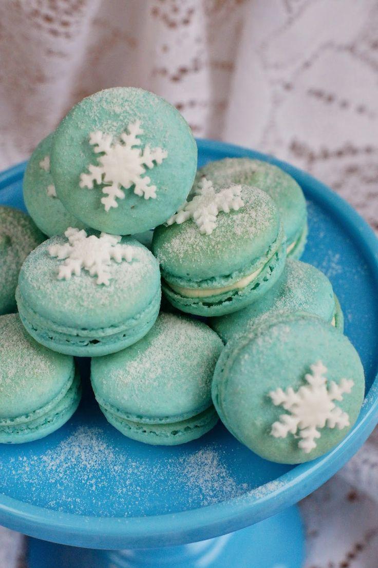 Confetin Joulublogi: Sinivalkoiset macarons-leivokset Sopivat hyvin Frozen-juhliinkin http://confetinjoulublogi.blogspot.fi/2014/11/sinivalkoiset-macarons-leivokset.html?utm_source=Pinterest&utm_medium=Wallpost&utm_content=macarons&utm_campaign=PIN-2015