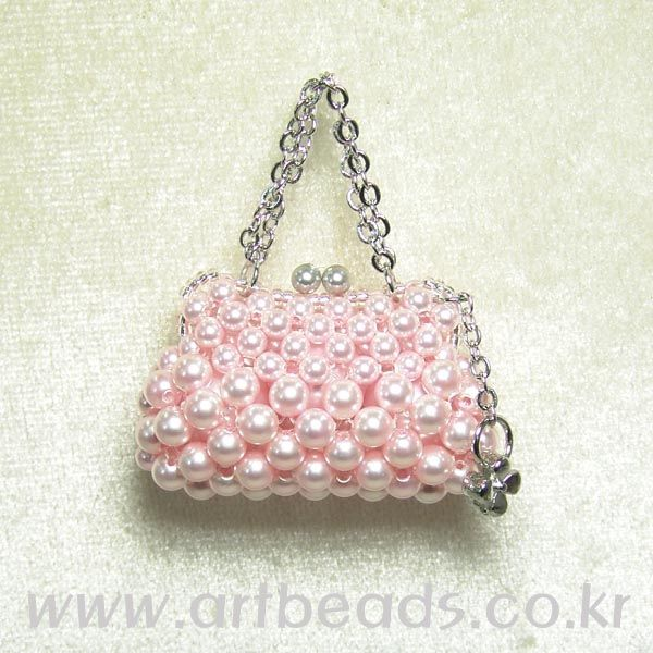 miniature pink purse! tutorial - not in English.  If find in English - let me know!!